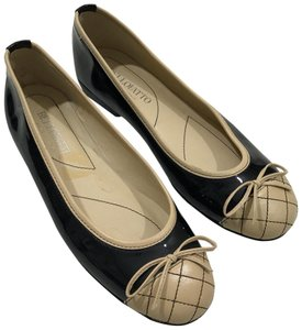 Bellofatto tan and black Flats