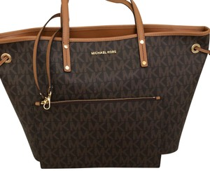 979e755ae11d Michael Kors Jet Set Large Totes - Up to 90% off at Tradesy