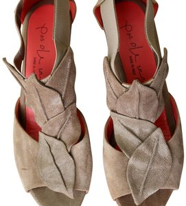 Pas de Rouge Taupe Wedges