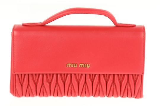Preload https://img-static.tradesy.com/item/23860797/miu-miu-gathered-with-handle-red-leather-clutch-0-1-540-540.jpg