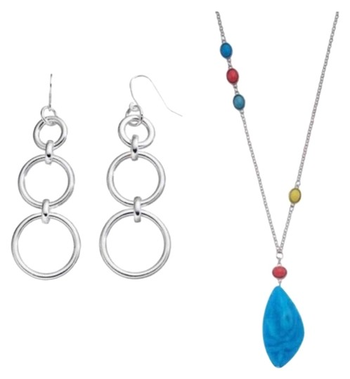 Preload https://img-static.tradesy.com/item/23861608/chaps-silver-earring-necklace-0-1-540-540.jpg