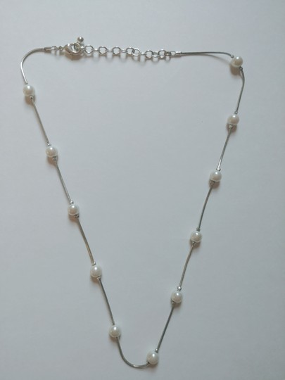 Preload https://img-static.tradesy.com/item/23861928/white-house-black-market-ivory-pearl-necklace-0-0-540-540.jpg