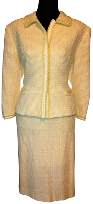 Preload https://img-static.tradesy.com/item/23872552/tahari-yellow-and-white-tweed-tailored-lined-skirt-suit-size-14-l-0-1-650-650.jpg