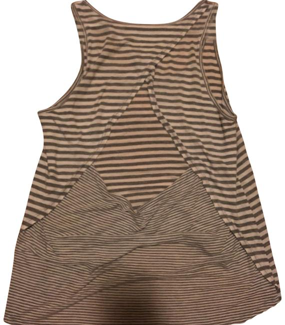 Item - Grey Triangle Back Activewear Top Size 6 (S)
