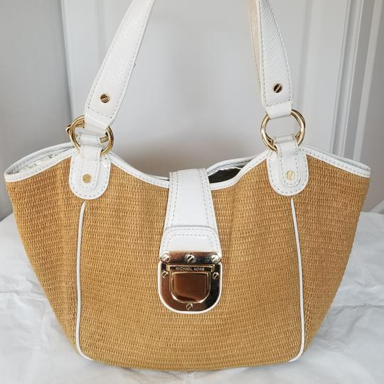 Preload https://img-static.tradesy.com/item/23874086/michael-michael-kors-wheat-shoulder-bag-0-0-540-540.jpg