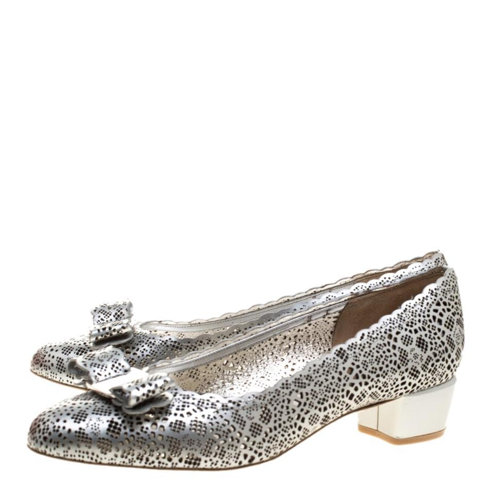 Leather Vara Bow Ferragamo Metallic Silver Cut Pumps Laser Salvatore qgY0XBwX