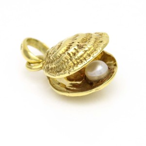 Links of London Links of London 18k Yellow Gold Seashell and Pearl Charm