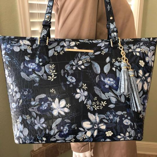 Brahmin Tote in navy/multi