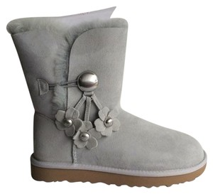 3973718430f Grey UGG Australia Boots & Booties - Up to 90% off at Tradesy