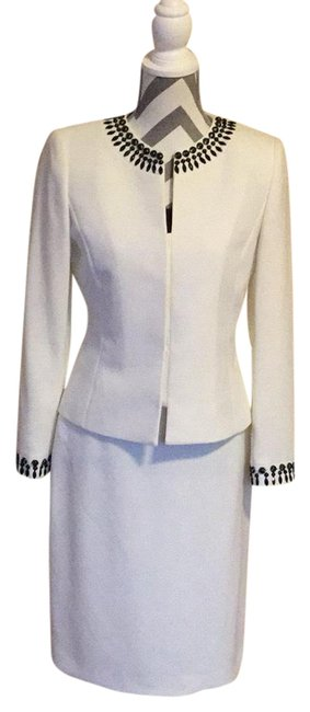 Preload https://img-static.tradesy.com/item/23888323/tahari-white-black-women-s-asl-collarless-embellished-beaded-skirt-suit-blazer-size-4-s-0-1-650-650.jpg