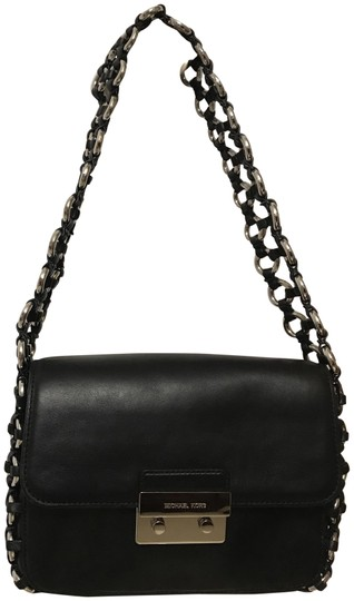 Preload https://img-static.tradesy.com/item/23888383/michael-kors-piper-large-flap-chain-purse-black-silver-leather-shoulder-bag-0-1-540-540.jpg