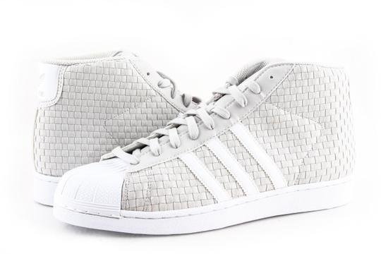 Preload https://item3.tradesy.com/images/adidas-grey-white-model-by4170-greywhite-mens-shoes-23888452-0-0.jpg?width=440&height=440