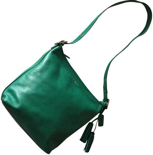 Preload https://img-static.tradesy.com/item/23891328/coach-bucket-with-convertible-strap-and-zipper-top-emerald-green-leather-hobo-bag-0-8-540-540.jpg