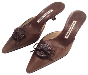 Manolo Blahnik Leather Detail Pointed Toe brown Mules