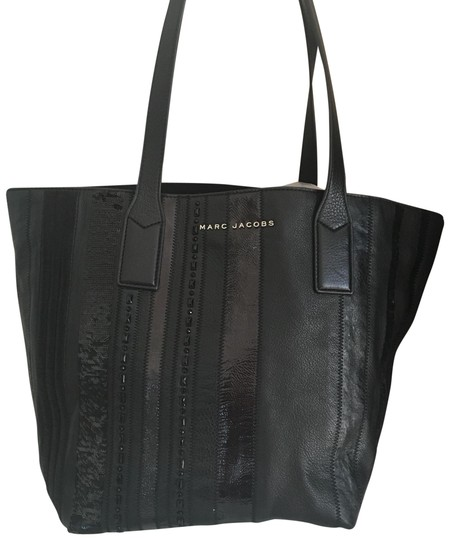 Preload https://img-static.tradesy.com/item/23899911/marc-jacobs-wingman-black-leather-and-sequins-tote-0-1-540-540.jpg