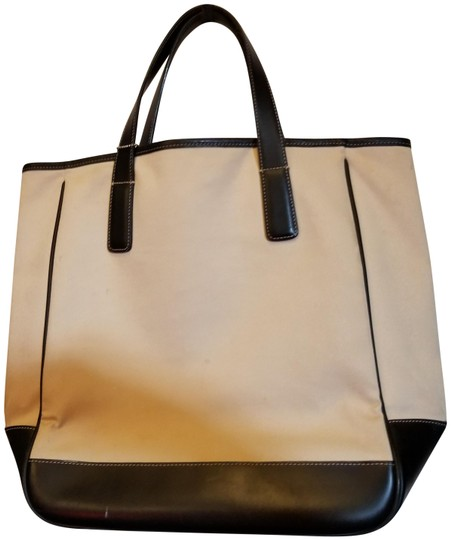 Preload https://img-static.tradesy.com/item/23900275/coach-g15-7725-tan-and-black-canvas-leather-tote-0-1-540-540.jpg