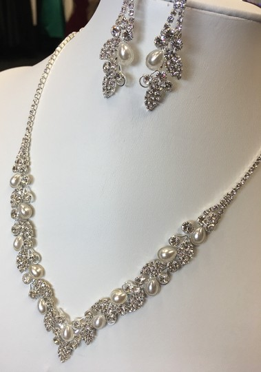 Clear Silver and White Rhinestone Pearl Necklace Jewelry Set