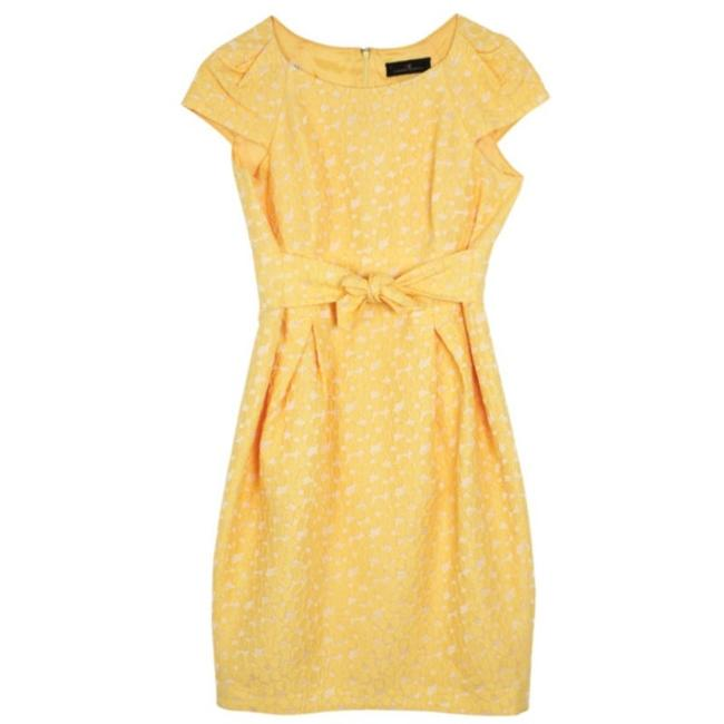 Preload https://img-static.tradesy.com/item/23900475/carolina-herrera-yellow-cotton-lace-mid-length-short-casual-dress-size-8-m-0-0-650-650.jpg