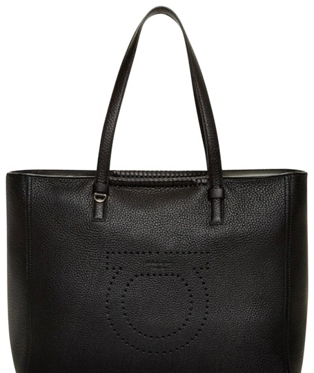 Preload https://img-static.tradesy.com/item/23900782/salvatore-ferragamo-gancio-marta-black-leather-tote-0-5-540-540.jpg