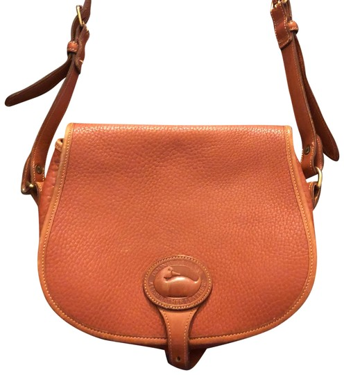Preload https://img-static.tradesy.com/item/23901747/tan-leather-cross-body-bag-0-1-540-540.jpg