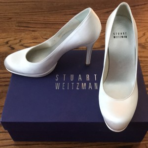 Stuart Weitzman White Satin Platswoo Pumps Size US 5.5 Regular (M, B)