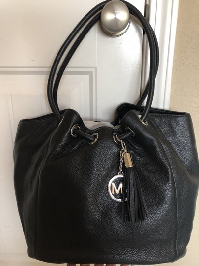 Michael Kors Ring Shoulder Tassel Charm Tote in Black and Silver Image 1