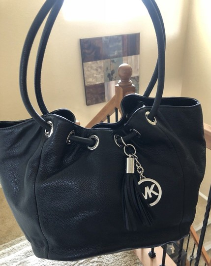 Michael Kors Ring Shoulder Tassel Charm Tote in Black and Silver Image 2