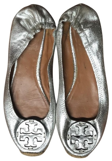 Preload https://img-static.tradesy.com/item/23904646/tory-burch-silver-espadrilles-flats-size-us-65-regular-m-b-0-1-540-540.jpg