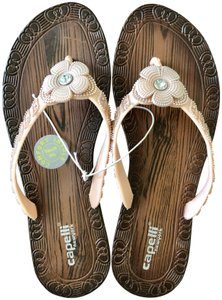 Capelli New York Wooden Look Flower Crystal Size 6 Flip Flop Feminine wood grain/blush pink Sandals