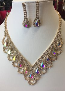 Unbranded Ab and Gold Necklace Jewelry Set