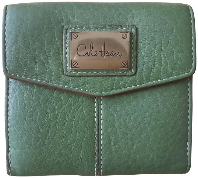 Item - Green Vintage Pebbled Leather Compact Travel Wallet