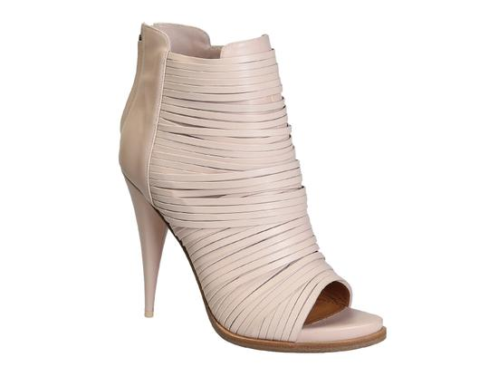 Preload https://item3.tradesy.com/images/givenchy-heeled-ankle-boots-in-light-pink-calf-leather-pumps-size-us-105-regular-m-b-23917277-0-0.jpg?width=440&height=440