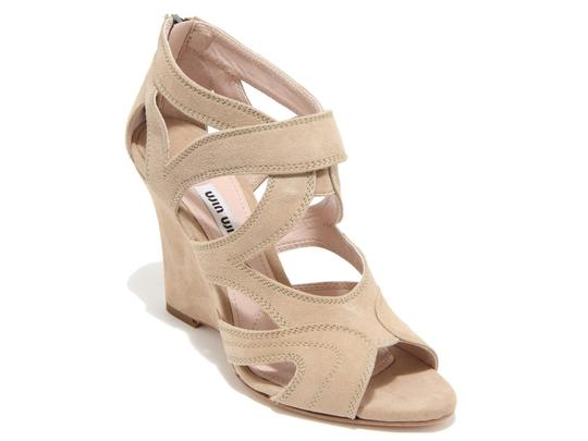 Preload https://item1.tradesy.com/images/miu-miu-wedges-sandals-in-sand-suede-leather-pumps-size-us-95-regular-m-b-23917330-0-0.jpg?width=440&height=440