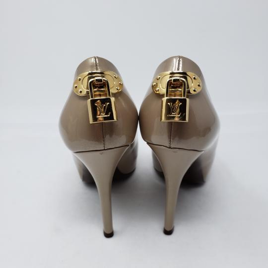Louis Vuitton Peep Toe Hardware Lv Lock Oh Really Patent Leather Beige, Gold Pumps