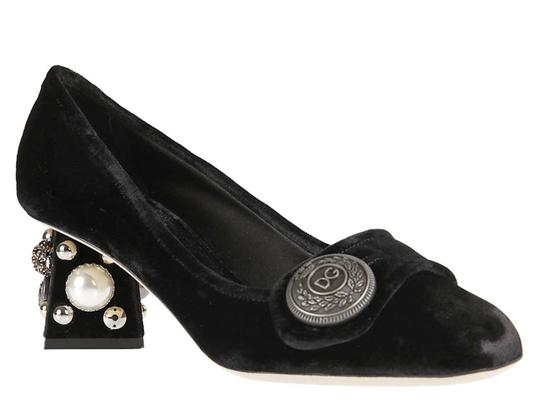 Preload https://item3.tradesy.com/images/dolce-and-gabbana-squared-in-black-velvet-pumps-size-us-7-regular-m-b-23917592-0-0.jpg?width=440&height=440