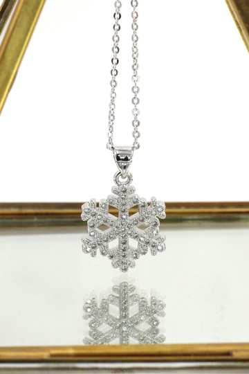 Ocean Fashion Sterling silver Inlaid small crystal snowflake necklace