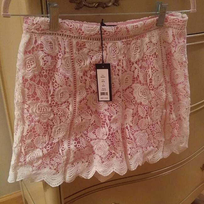 Preload https://item2.tradesy.com/images/romeo-and-juliet-couture-pink-white-rj48775-dress-shorts-size-8-m-29-30-23917766-0-0.jpg?width=400&height=650