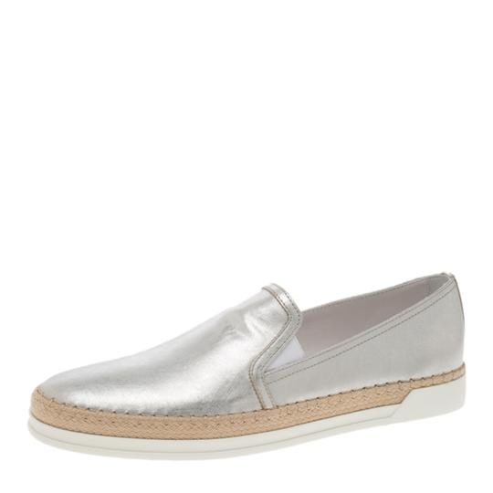 Preload https://item2.tradesy.com/images/tod-s-metallic-silver-leather-espadrille-skate-sneakers-flats-size-eu-38-approx-us-8-regular-m-b-23917791-0-0.jpg?width=440&height=440