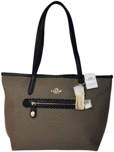 Coach Tote in milk black