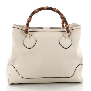 5d3879214d29ba Added to Shopping Bag. Gucci Bamboo Tote in ivory. Gucci Diana Bamboo Top  Handle Medium Ivory Leather Tote