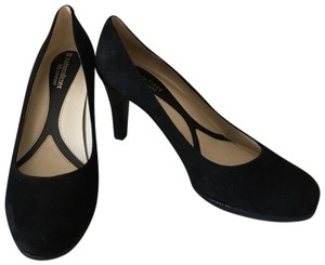 Naturalizer Black suede Pumps