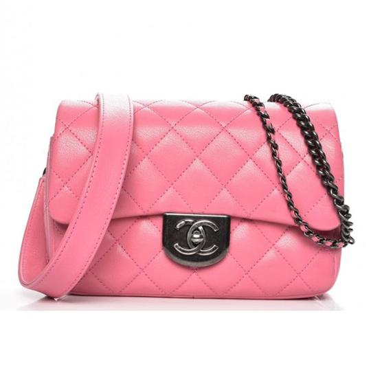 Preload https://img-static.tradesy.com/item/23926274/chanel-classic-quilted-small-double-chain-waist-flap-pink-goat-skin-leather-shoulder-bag-0-1-540-540.jpg