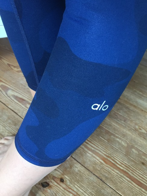 Alo Airbrush Camouflage Leggings in Navy Camo Image 9