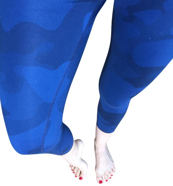 Preload https://img-static.tradesy.com/item/23926289/alo-blue-yoga-airbrush-camouflage-in-navy-camo-activewear-leggings-size-8-m-29-30-0-2-650-650.jpg