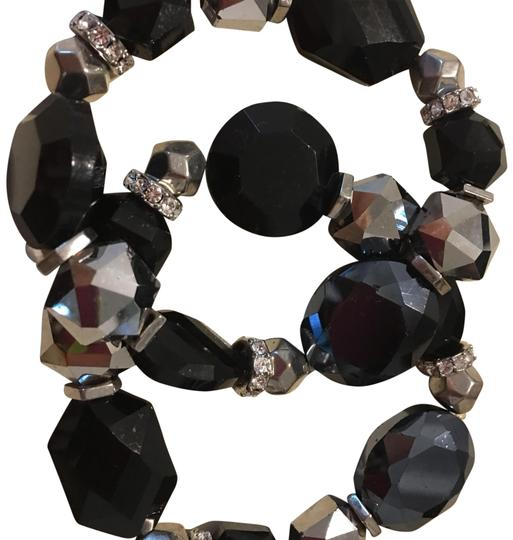 Preload https://img-static.tradesy.com/item/23926392/white-house-black-market-and-sliver-stretchy-bracelet-0-1-540-540.jpg