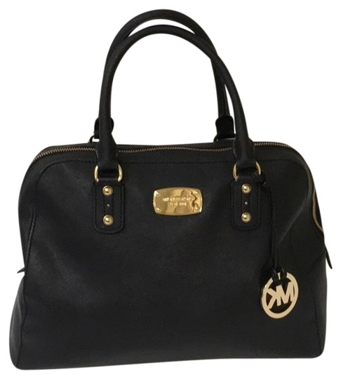 Preload https://img-static.tradesy.com/item/23926634/michael-kors-large-tote-black-saffiano-leather-satchel-0-1-540-540.jpg