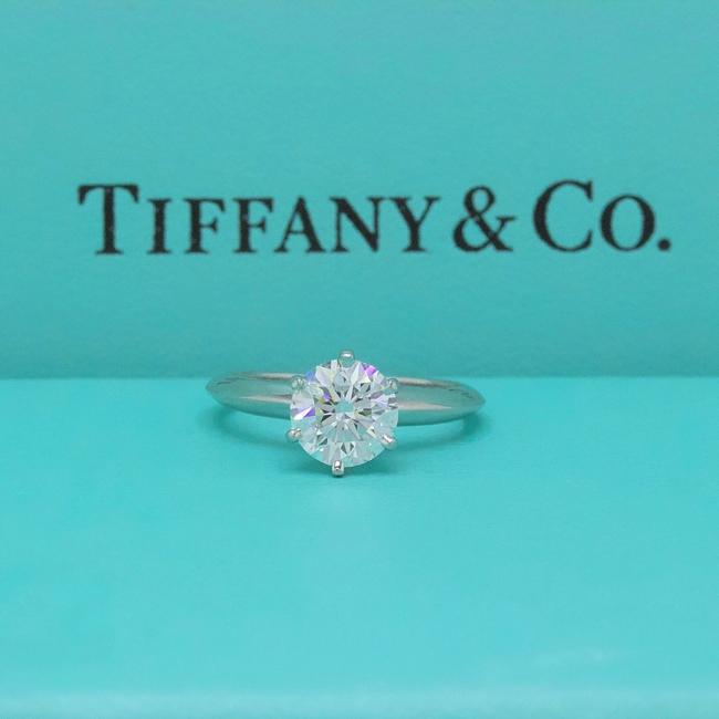 Tiffany & Co. G Vvs1 Round Brilliant Diamond Solitaire 1.33 Cts Platinum Engagement Ring Tiffany & Co. G Vvs1 Round Brilliant Diamond Solitaire 1.33 Cts Platinum Engagement Ring Image 2
