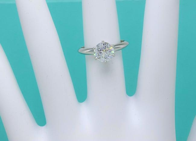 Tiffany & Co. G Vvs1 Round Brilliant Diamond Solitaire 1.33 Cts Platinum Engagement Ring Tiffany & Co. G Vvs1 Round Brilliant Diamond Solitaire 1.33 Cts Platinum Engagement Ring Image 10