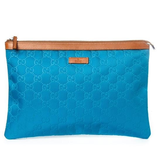 Preload https://img-static.tradesy.com/item/23927229/gucci-leather-gg-pouch-blue-and-tan-nylon-clutch-0-0-540-540.jpg