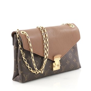Louis Vuitton Pallas Chain Shoulder Bags - Up to 70% off at Tradesy caa0bc02f2ca5